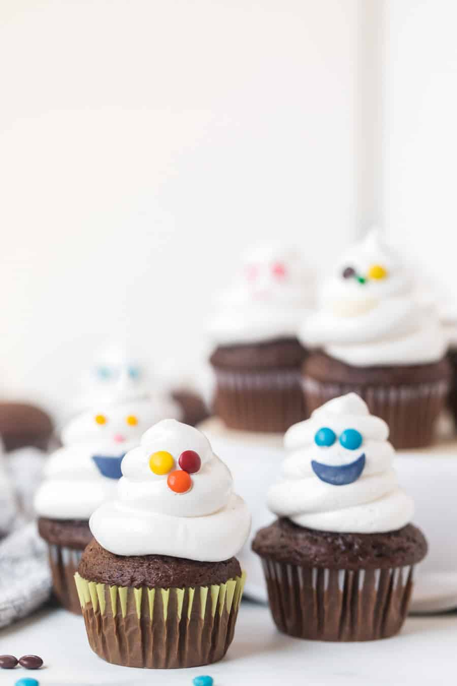 Halloween ghost cupcakes are such a simple and sweet festive treat for all your Halloween parties and celebrations, and they are so easy to make! #cupcakes #chocolatecupcakes #halloween
