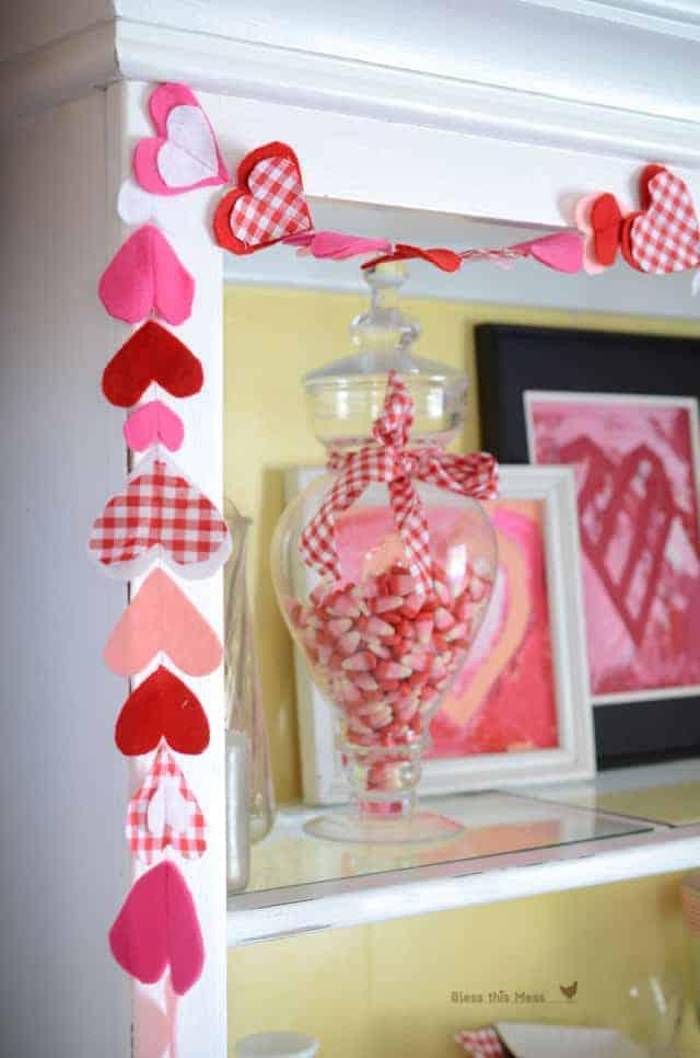 fabric heart chain, make fabric hearts, sewn garland, Valentine's garland