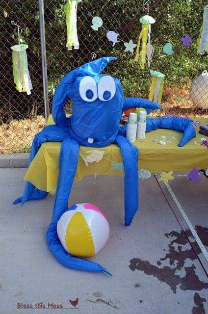 Beach birthday party 3 dollar giant octupus from table clothes - Copy