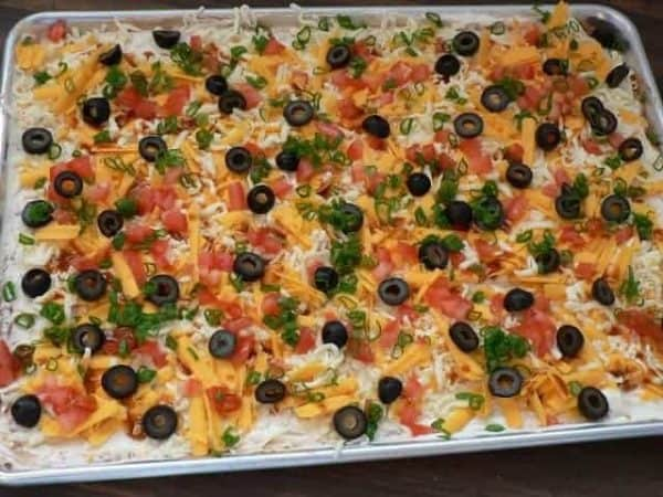 Mom's famous Seven-layer bean dip – easy and always a crowd ...
