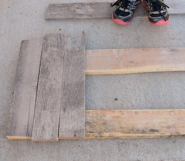 DIY Photo Backdrop from a Pallet