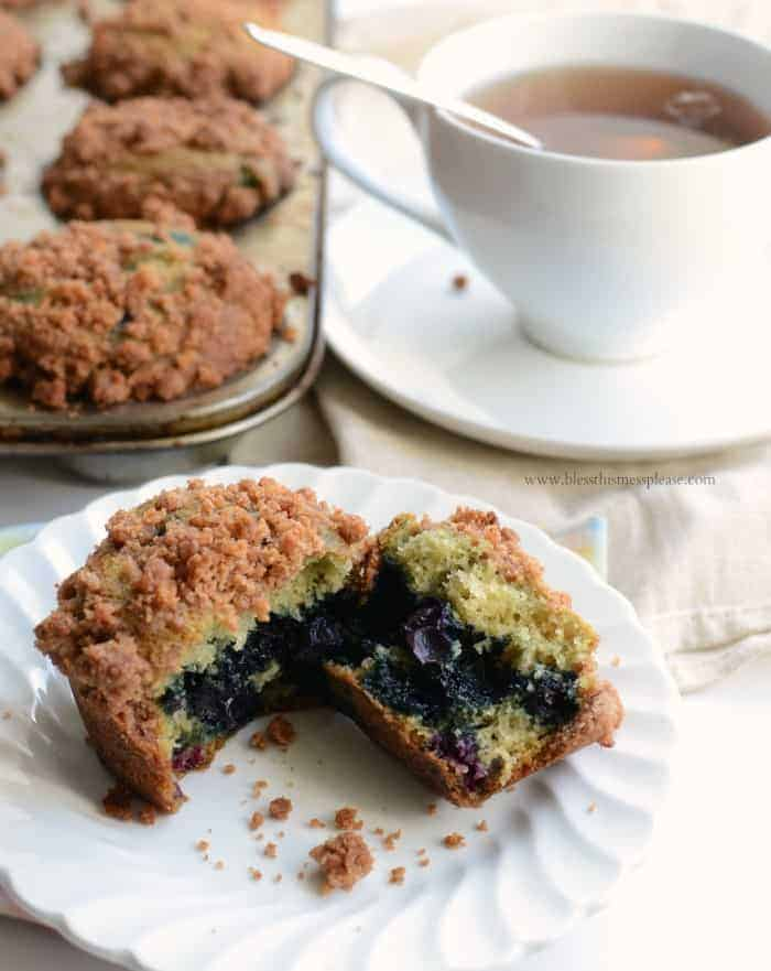 Perfect Blueberry Muffins with Crumb Topping