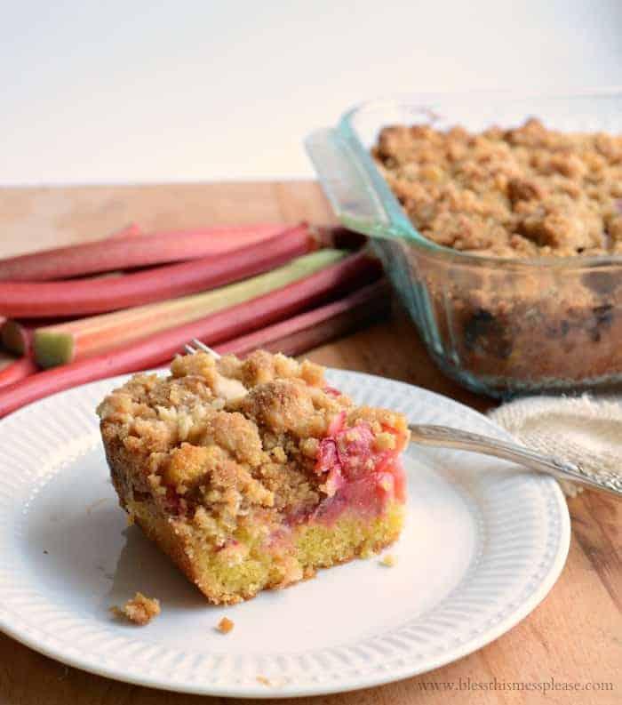 rhubarb crumb bars
