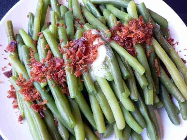 fresh green beans with butter and bacon