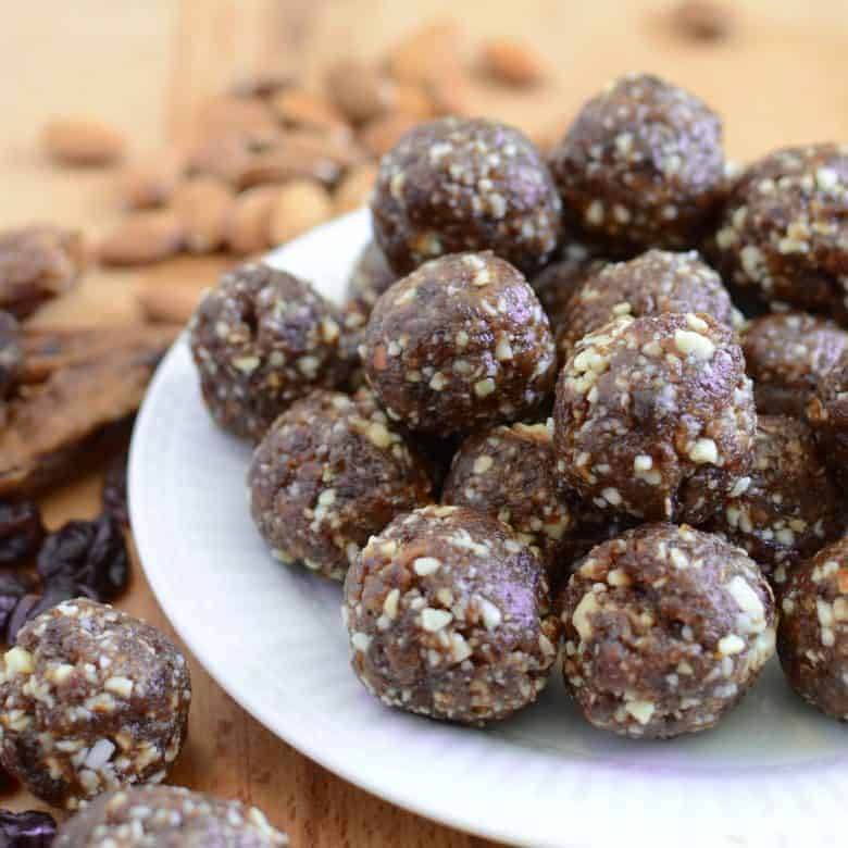Healthy Cherry Energy Balls (Homemade Cherry Pie Larabars)