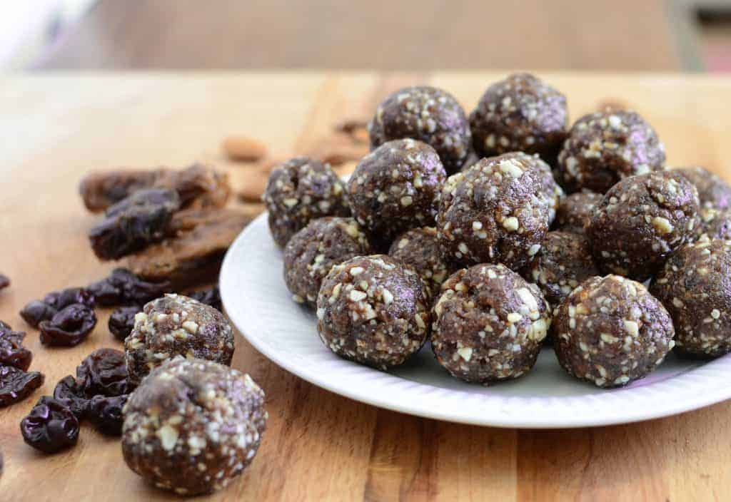 Healthy Cherry Energy Balls (Homemade Cherry Pie Larabars)