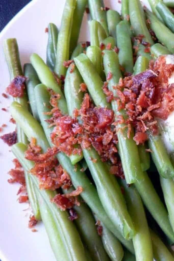 Fresh green beans with melted butter and crumbled bacon
