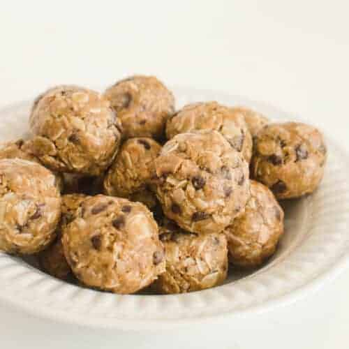 No Bake Peanut Butter Chocolate Chip Oatmeal Energy Balls