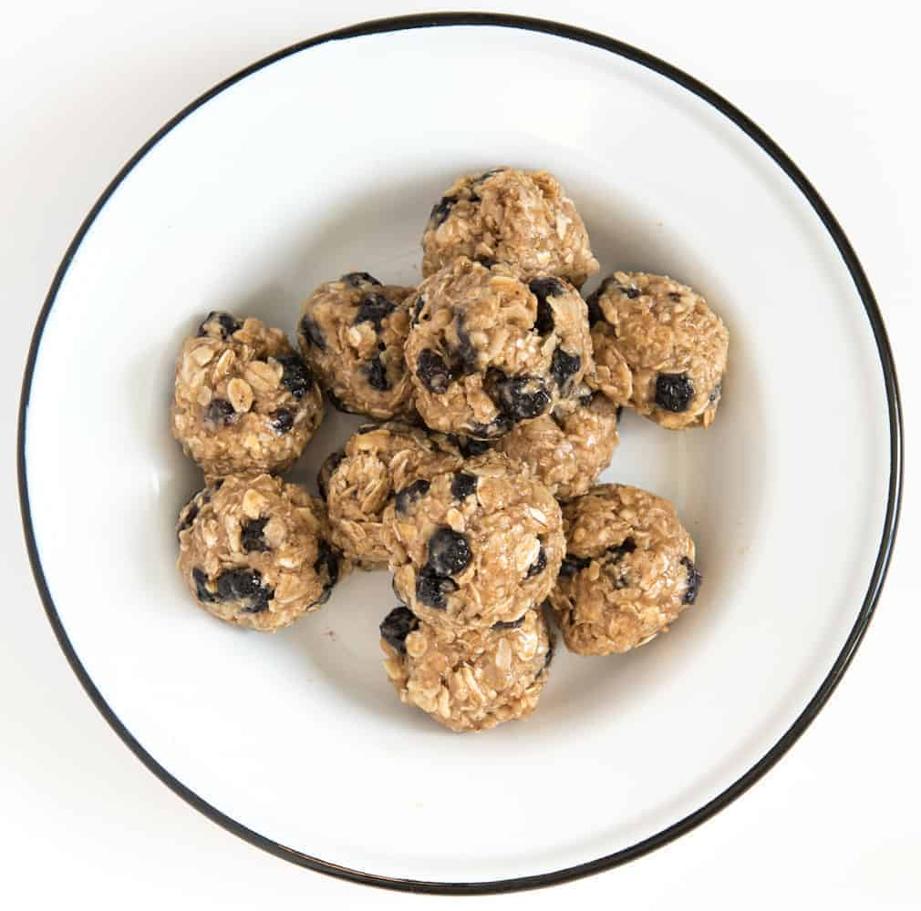 Blueberry Muffin No-Bake Oatmeal Energy Balls