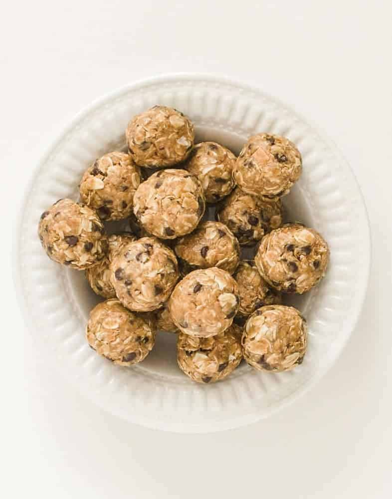 Peanut Butter Chocolate Chip Oatmeal Balls | Easy No-Bake Recipe