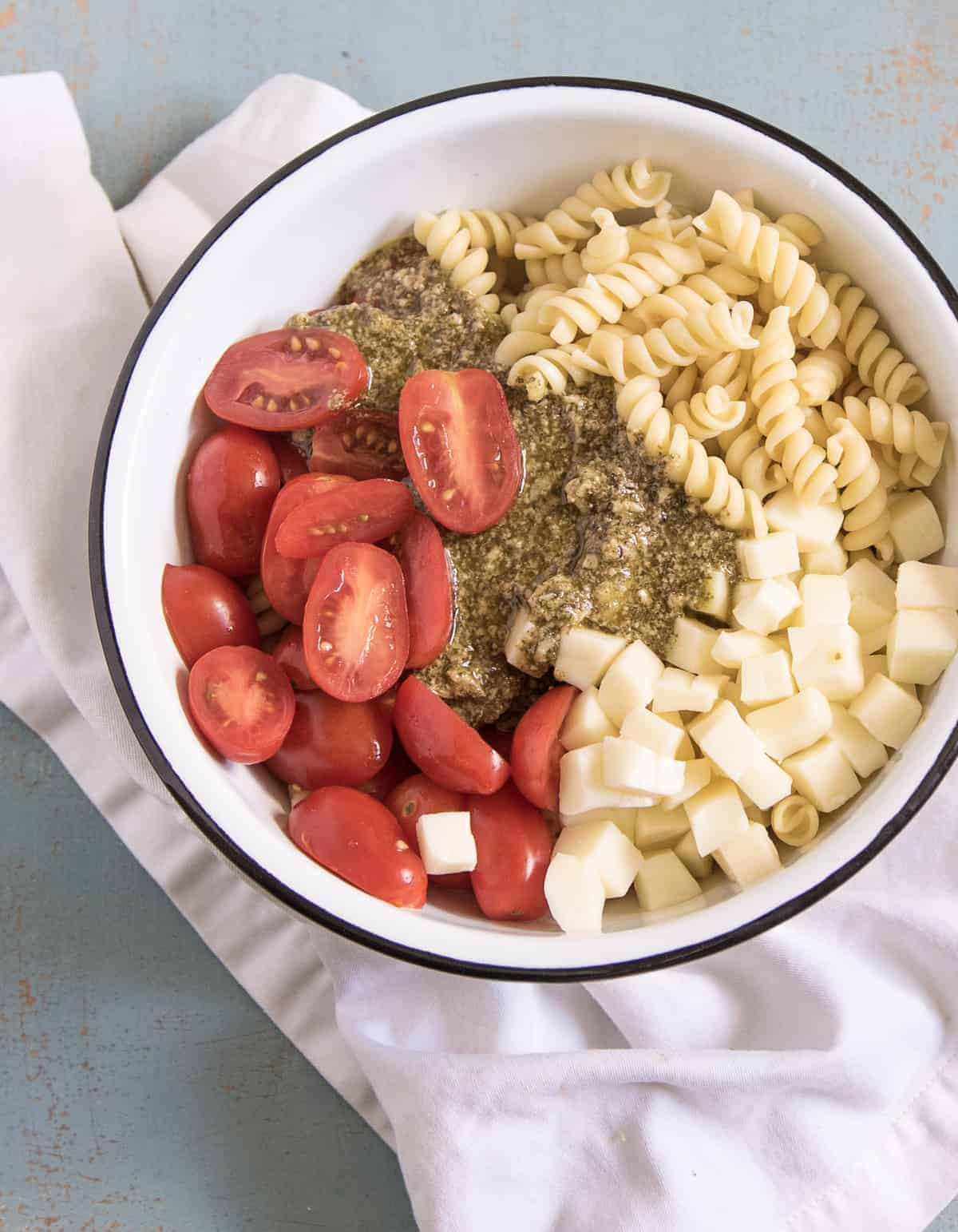 The easiest Pesto Pasta Salad ever! This recipe only calls for a few simple ingredient and it tastes like summer.