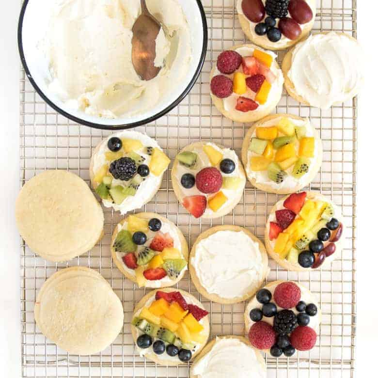 Fruit Pizza Cookies and a Trip to the Farm!