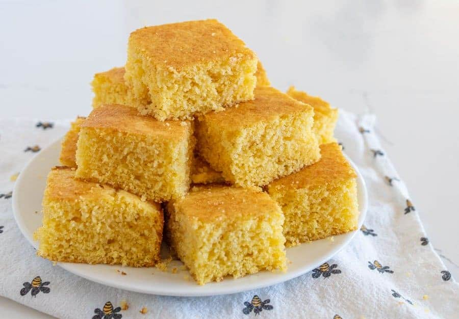 This is seriously the BEST cornbread recipe! Sweet & fluffy cornbread that comes out perfect every time. Great dinner side for soups, chilis, stews & more! #cornbread #corn #chili #baking #easy
