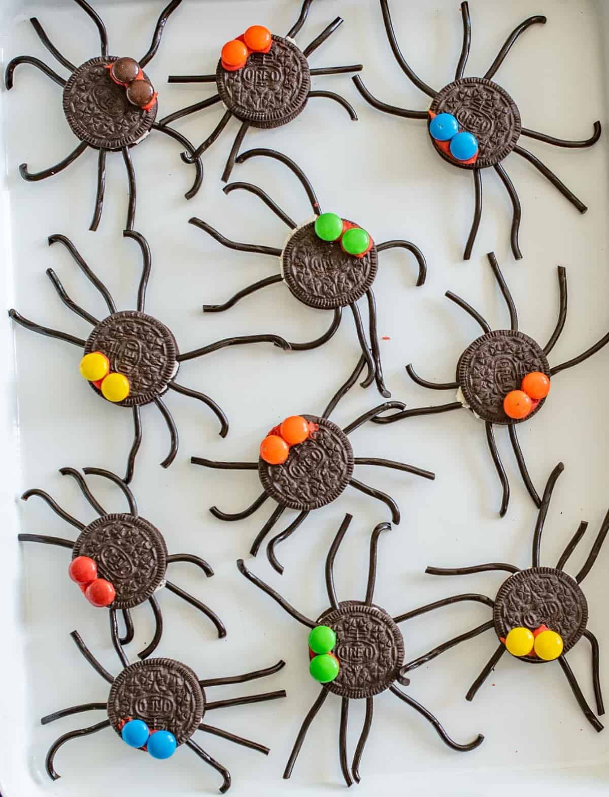Oreo Spider Halloween Snack | Easy Halloween Treats ...