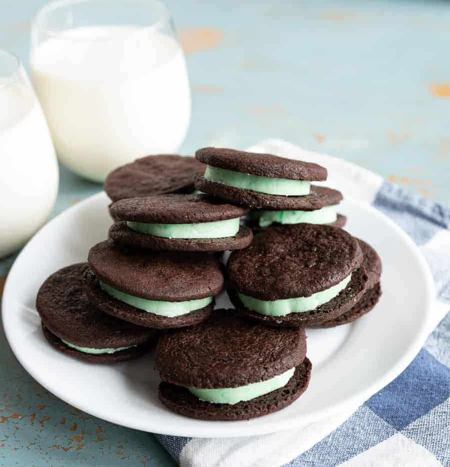 Homemade Mint Oreo cookies made with dark cocoa powder that are crispy on the outside with a perfect mint cream filling in the middle.