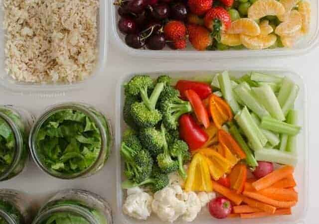 If you want meals at home to be simplified but don't know where to start, check out my top 3 tips for making meal prep easy to be able to eat well all week long.