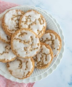 These old fashioned iced oatmeal cookies have a lovely balance of warm spices, milky sweetness, and oatmeal earthiness.