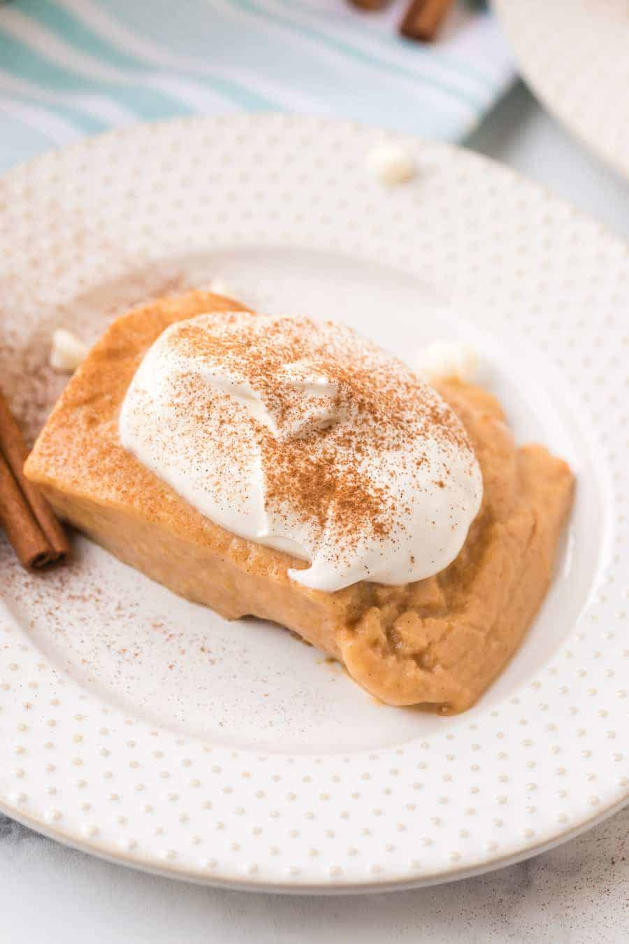 Homemade pumpkin pie pudding cups combine all your favorite sweet and warm flavors of pumpkin pie with the fun experience of enjoying individual pudding cups! #pumpkinpiepudding #puddingcups #pudding #pumpkinpie #pumpkindesserts #pumpkinspice