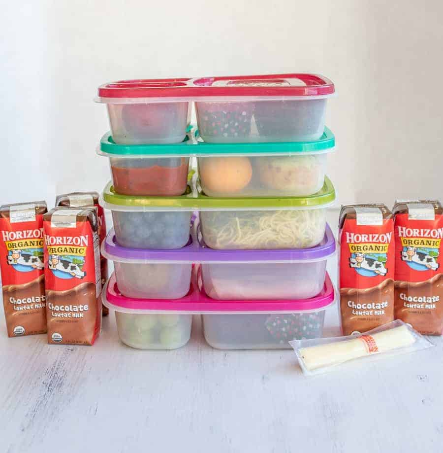 I actually LOVE lunch box packing. And make-ahead lunches are amazing because you put them together on Sunday, and they last until lunch time later in the week! Throw in some Horizon Organic cheese sticks and milk boxes for easy, on-the-go protein. #ad #HorizonOrganic #lunchboxes #packedlunch #makeaheadlunch #lunch #lunchideas