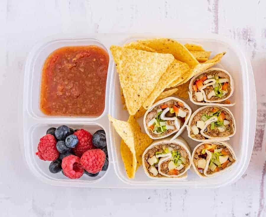 Pinwheel recipes for lunch boxes are a fast and simplified way to pack lunches for little ones (and adults, too!) on the go that keep well for school or work lunches. #lunchboxes #pinwheels #lunch #packedlunchideas #tortillas #tortillarollup #lunchbox