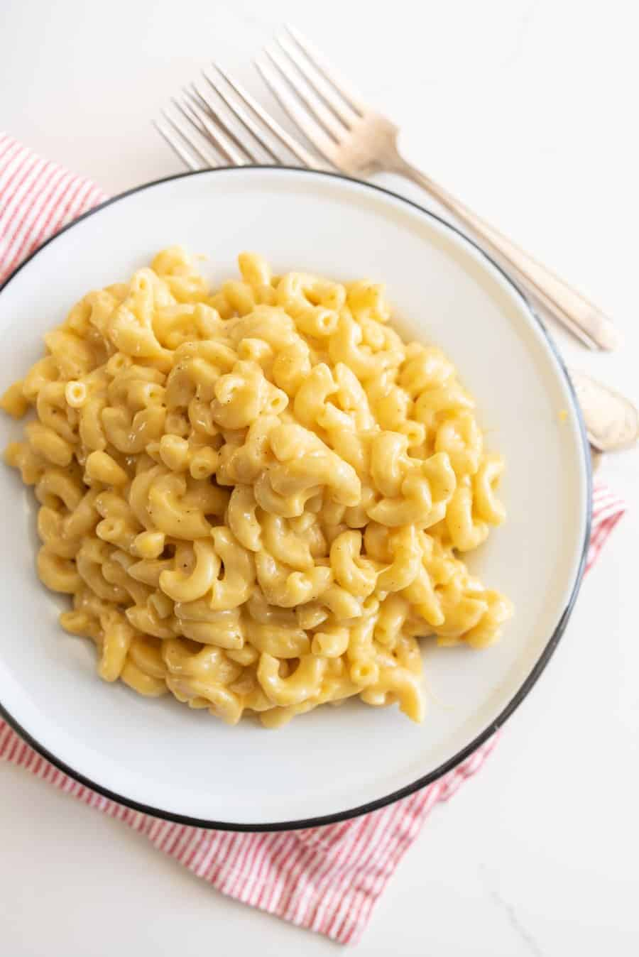 macaroni on white plate